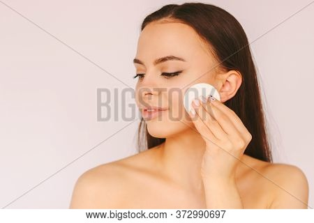 Portrait Young Sensual Woman With Perfect Smooth Skin Remove Make Up On Face With Cotton Pads Isolat