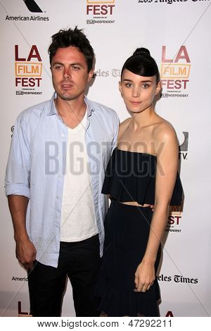 LOS ANGELES - 15 de JUN: Rooney Mara, Casey Affleck chega a Screenin de