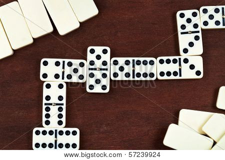 Zigzag In Dominoes Game