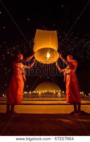 CHIANGMAI, THAILAND - NOV 16: Buddhist monks release sky lantern to worship Buddha's relics during Yi Peng festival on November 16, 2013 in Chiangmai, Thailand