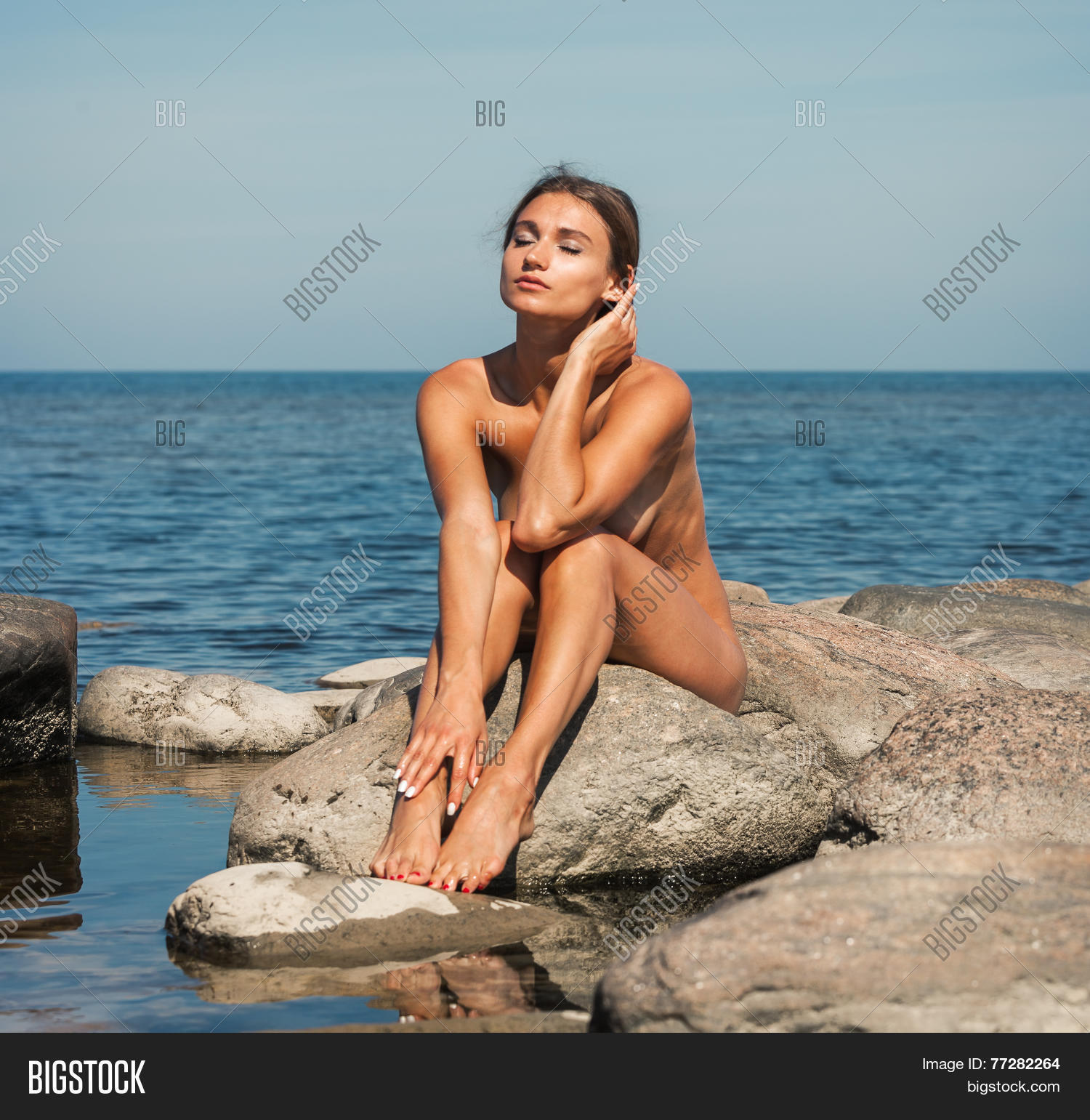 Commit Beautiful young nude