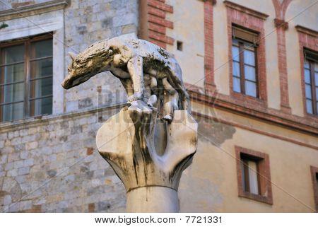 Monumento Della Lupa (siena)
