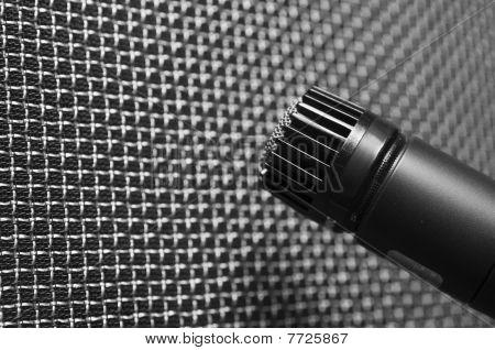 Microphone against speaker