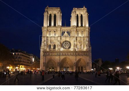 Notre Dame de Paris by night