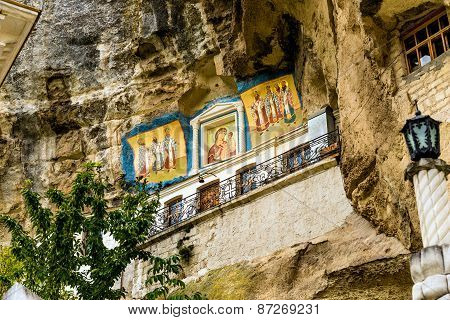 Icons in  Assumption Monastery of the Caves.