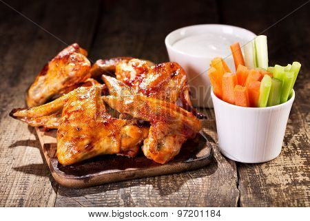 Chicken Wings With Fresh Vegetables And Sauce