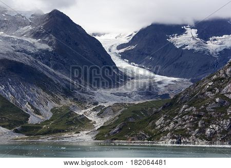 Mountainous landscape and a glacier in Glacier Bay national park (Alaska).