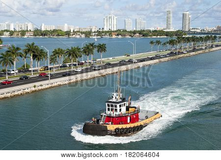 The tugboat traveling along MacArthur Causeway of Miami city (Florida).