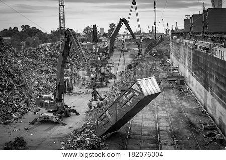 Maritime transportation industry. Scrap metal transshipment port.