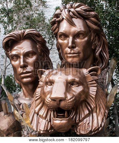 Siegfried & Roy with tiger statue from Las Vegas boulevard