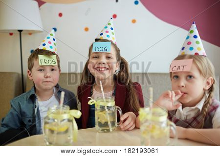 Group of kids with notepapers on their foreheads