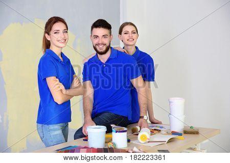 Young decorators in room prepared for repair