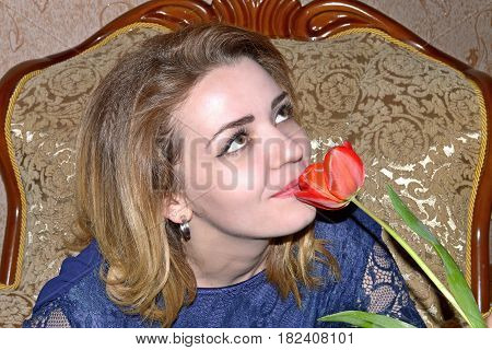 photography with scene of the girl with one red tulip