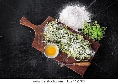 Raw Fettuccine Pasta With Spinach, Oregano And Basil
