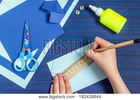 Making greeting card for Father's Day. Children's art project. DIY concept. Step-by-step photo instruction. Step 5. Child draws a tie