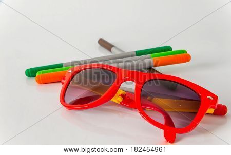Marker pens red green orange and brown set color highlighters sunglasses school tools