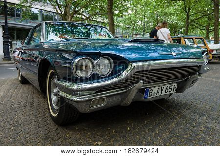 BERLIN - JUNE 05 2016: Personal luxury car Ford Thunderbird (fourth generation) 1965. Classic Days Berlin 2016.