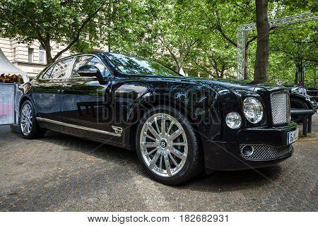 BERLIN - JUNE 05 2016: Full-size luxury car Bentley Mulsanne. Classic Days Berlin 2016.