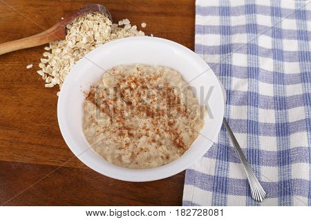 A healthy breakfast of oatmeal with cinnamon