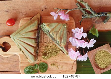 Green tea cake sandwich and green tea powder