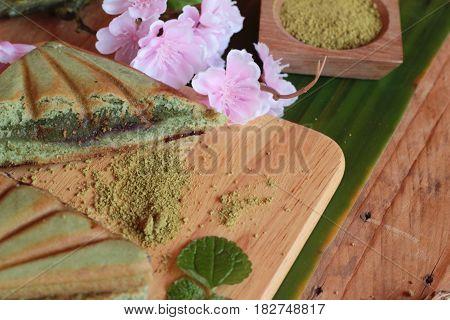 Green tea cake sandwich and green tea powder