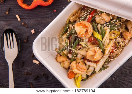 Rice noodles with shrimps, a Chinese cabbage and sweet pepper, leek and sesame