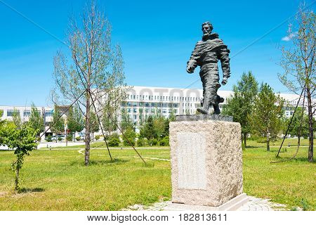 Inner Mongolia, China - Aug 10 2015: Marco Polo Statue At Kublai Square In Zhenglan Banner, Xilin Go