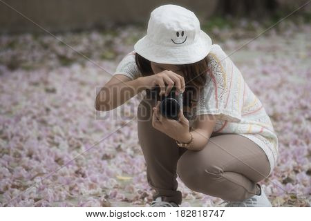 Women photographing flowers on the ground floor. Chompoo Pantip flowers thailand