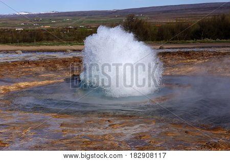 Geysir eruption, Strokkur vapor eplosion, volacanic Iceland