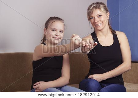 Mother and daughter are happy in reconciliation and promise not to swear at each other.