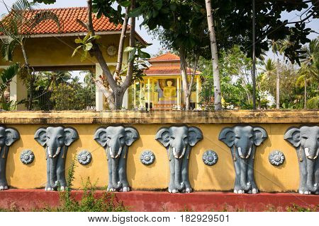 Sri Lanka attractions, old buddha temple