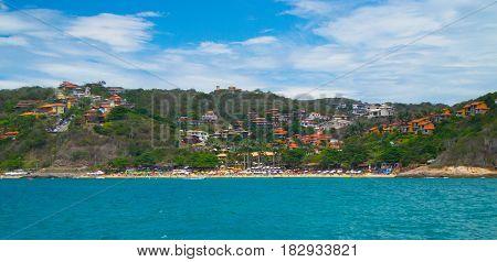Playa de caribe, pueblos tropicales, mar azul
