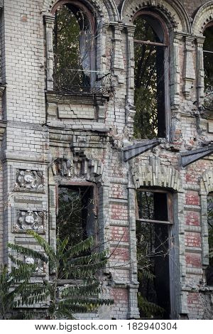 The ruins of a 19th-century residential building