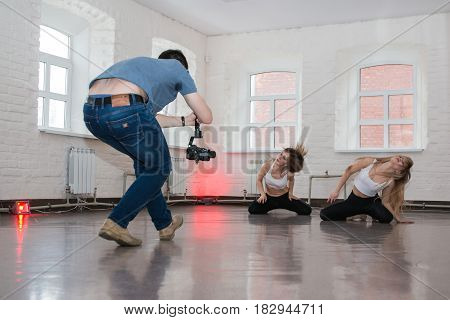 Guy Shoots Video And Photos Of A Rehearsal Dance At The Athletic Club Kiwi In Kirov City In 2017