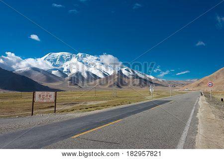 Xinjiang, China - May 21 2015: Mustagh Ata Mountain At Karakoram Highway. A Famous Landscape On The