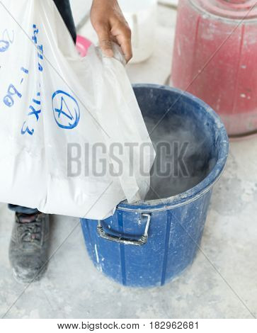 The cement of terrazzo dry mortar in a bag