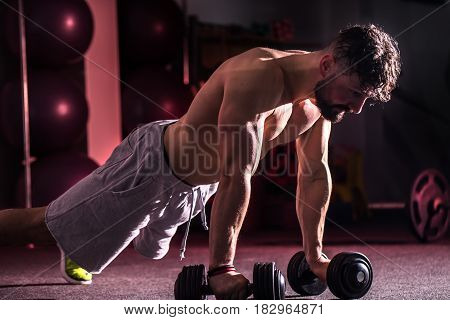 Training Cross Fit In The Gym