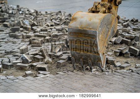bucket escalator dismantle the stone in city