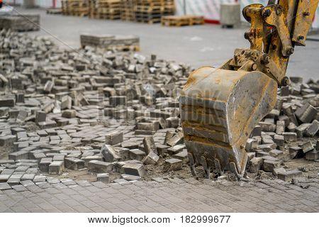 bucket escalator dismantle the stone in city