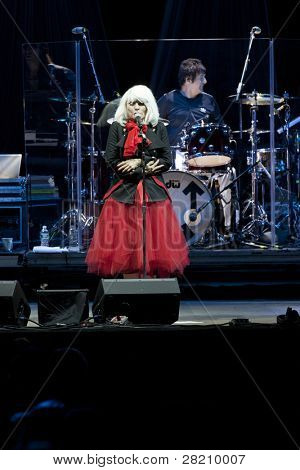 CLARK, NJ - Eylül 17: Şarkıcı Deborah Harry ve davulcu Clem Burke Blondie gerçekleştirmek, müzik grubu