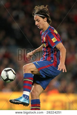 BARCELONA - NOVEMBER 7: Swedish FC Barcelona striker Zlatan Ibrahimovic during Spanish league match between Barcelona vs RCD Mallorca at the Nou Camp Stadium on November 7, 2009 in Barcelona, Spain.