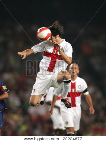 BARCELONA - AUG 29: Argentinian footballer Santiago Solari during a friendly match between FC Barcelona and Inter de Milano at the Nou Camp Stadium on August 29, 2007 in Barcelona, Spain.