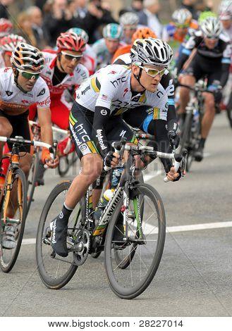 Barcelona März 27: Htc Highroad Radfahrer amerikanischen Craig Lewis fährt mit dem Pack während der Tour