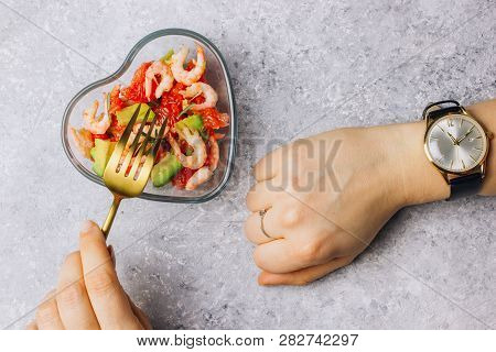 Intermittent Fastin Concept - Countdown To Eat Salad With Avocado, Grapefruit And Shrimps In Bowl