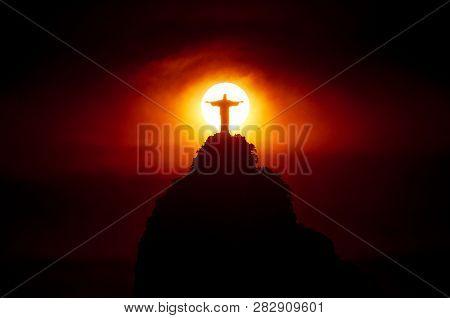 Rio De Janeiro, Brazil - January 31, 2019: Famous Christ The Redeemer Statue On The Corcovado Mounta