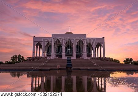 Mosque Photos With A Beautiful Sunset. Songkhla Central Mosque Is A Famous Mosque In Hat Yai Distric