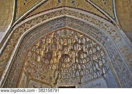 Kashan / Iran - 05 Oct 2012: Frescos In The Mosque Of Kashan City, Iran