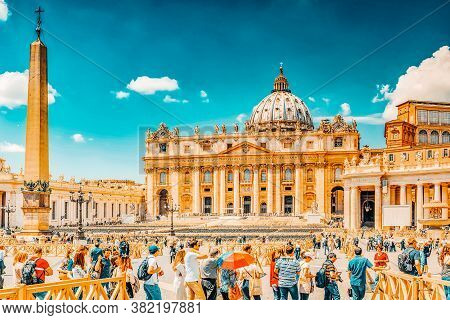 Vitacan-city, Vatican- May 09, 2017 : St. Peter's Square And St. Peter's Basilica, Vatican City In T