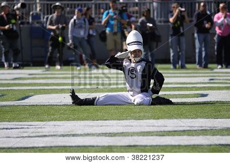 Penn State drum major salutes the crowd