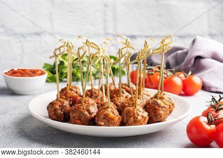 Beef Meatballs Stewed In Tomato Sauce On A Plate On Barbecue Skewers. Light Concrete Background. Cop